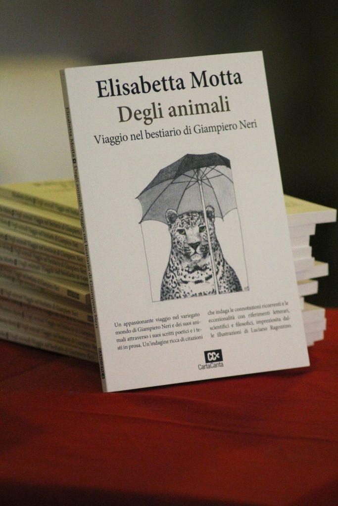 Copertina del libro di Elisabetta Motta DEGLI ANIMALI. Viaggio nel bestiario di Giampiero Neri (Cartacanta, 2018)