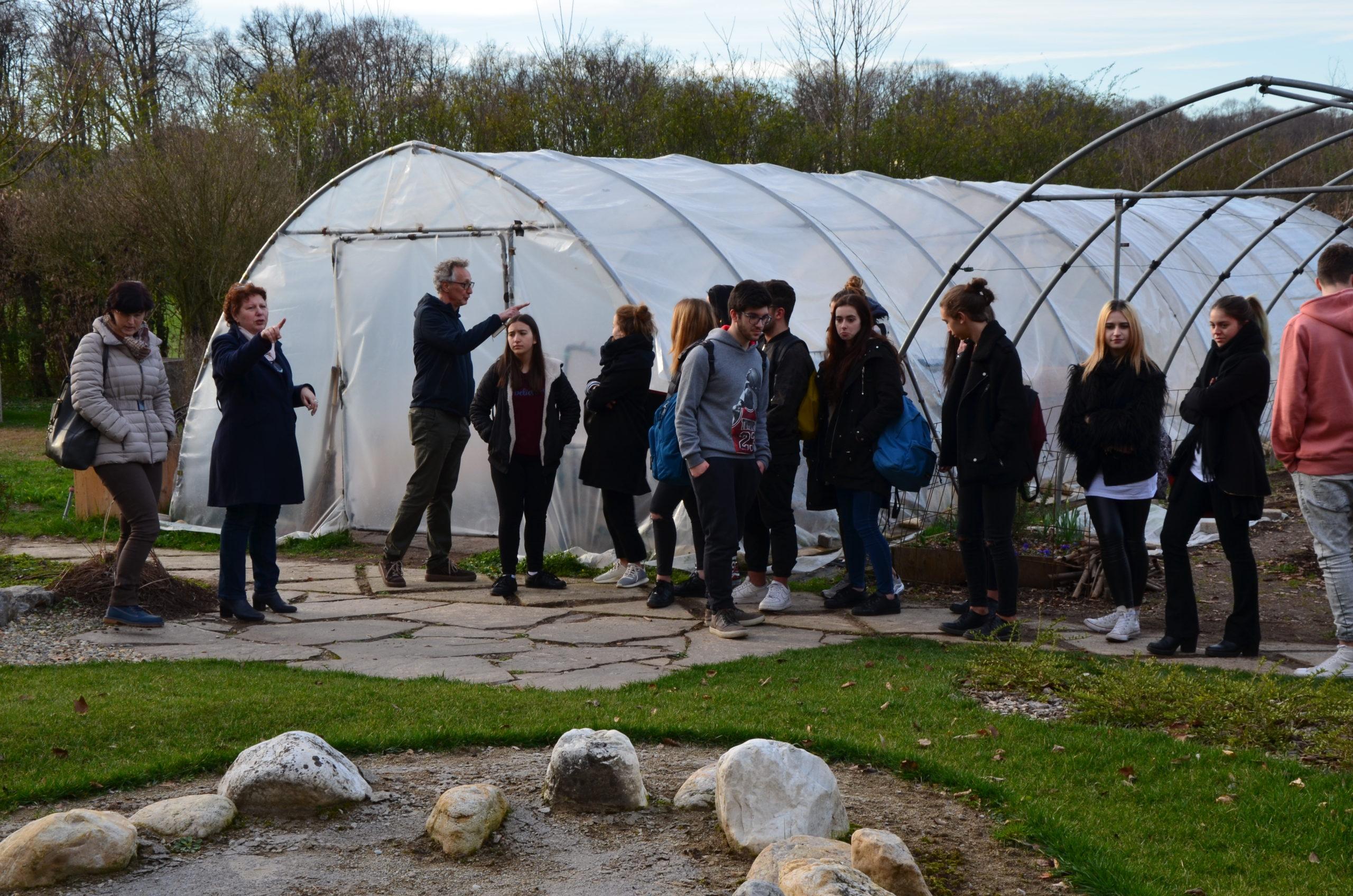 Studenti del Liceo Modigliani in visita presso la Cascina Frutteto di Monza